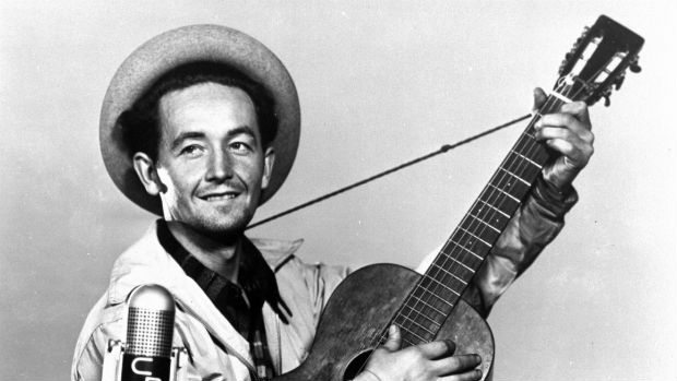 woody_guthrie_mic_cp_620
